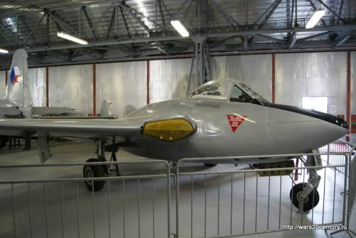 британский истребитель-бомбардировщик De Havilland Vampire FB Mk.6