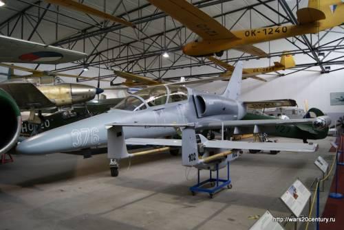 легкий многоцелевой боевой самолет Aero L-159 ALCA