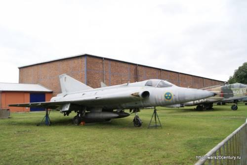 реактивный истребитель SAAB J-35J Дракен