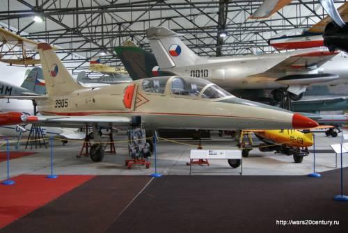 учебный реактивный самолет L-39 Albatross